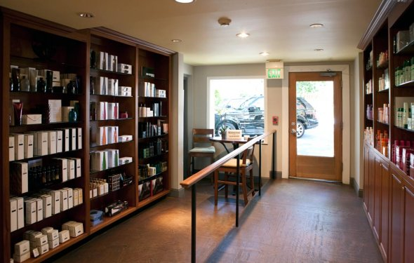 Phoenix Salon and Day Spa is located in Walnut Creek, California
